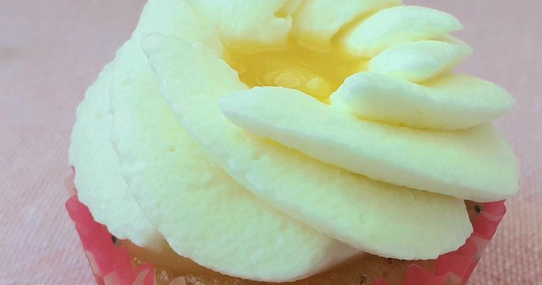 Cupcakes cu lemon curd și frișcă