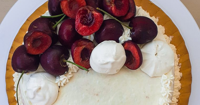 Tort cu cireșe și cremă de mascarpone
