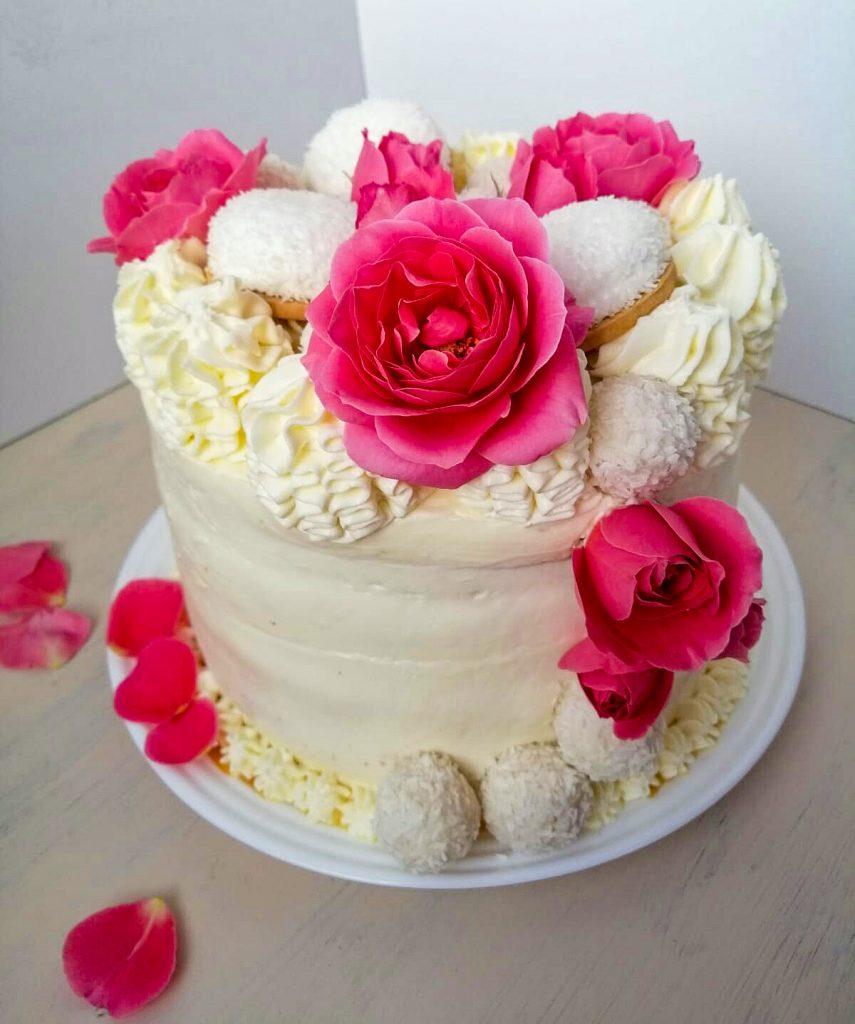 tort trandafiri