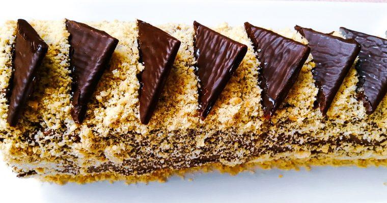 Ruladă cu alune și cremă de ciocolată