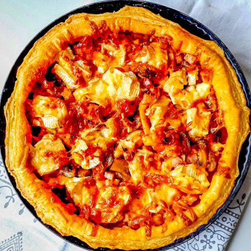 tartă cu ciuperci și brânză brie