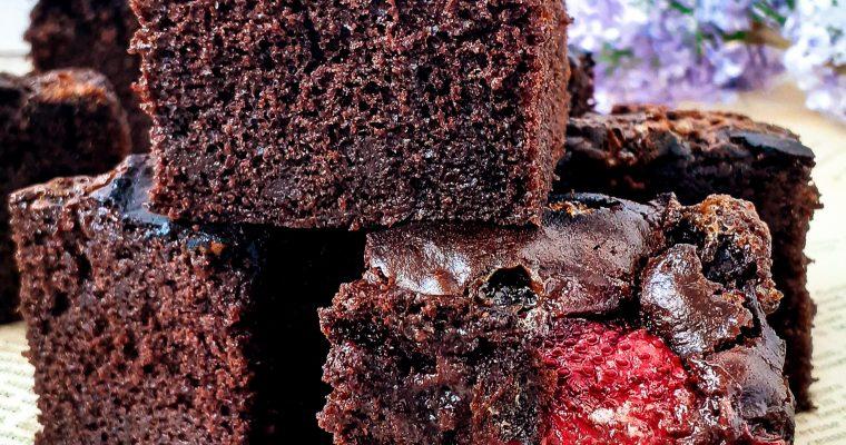Brownie cu căpșuni și marshmallow