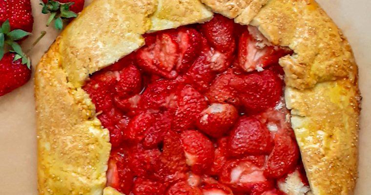 Tartă rustică cu căpșuni